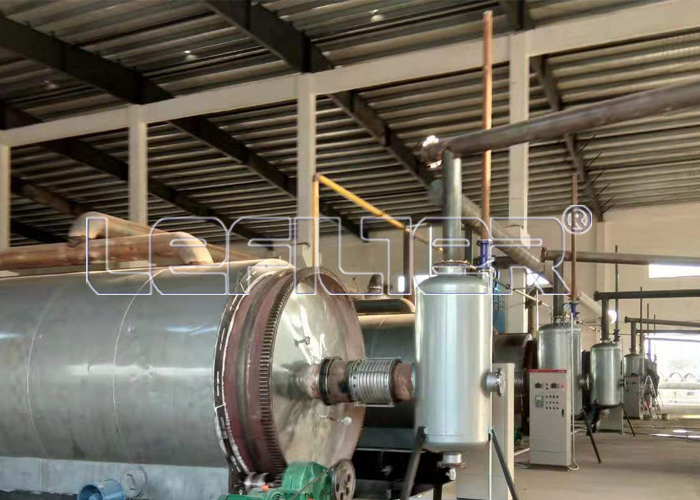 High-temperature pyrolysis oil refining e